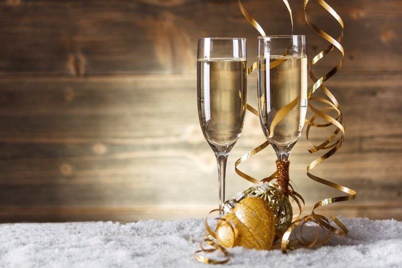 Two glasses of champagne with gold ribbon